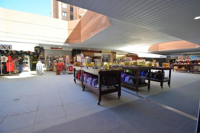 Thumbnail Retail premises for sale in Fuengirola, Málaga, Spain