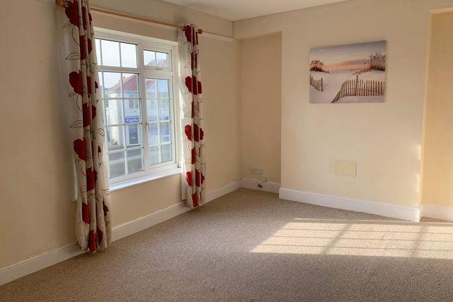 Thumbnail Flat to rent in Carnglas Road, Sketty, Swansea