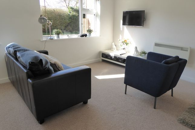 Studio to rent in Pages Gardens, Reading Road, Pangbourne, Reading RG8