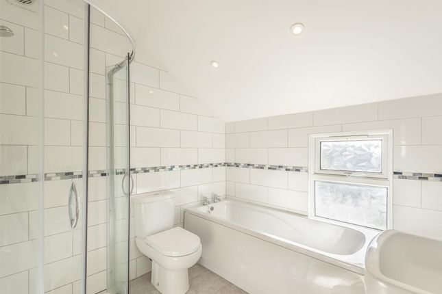 Bathroom of Cholmeley Place, Reading RG1