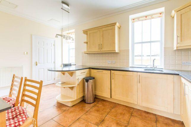 Thumbnail Flat to rent in Royal Drive N11, Friern Barnet, London,