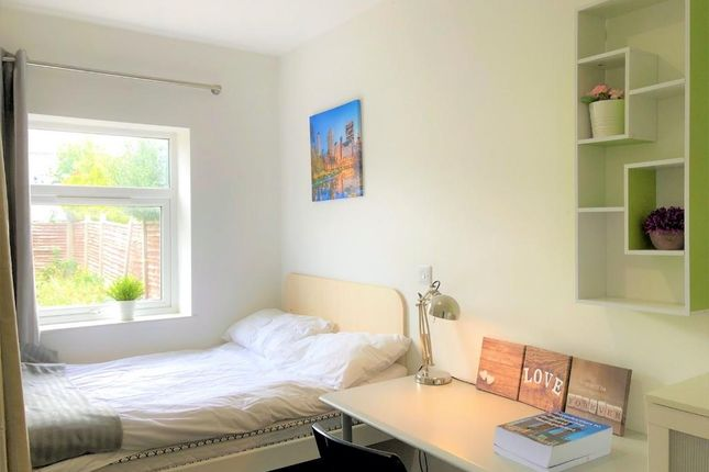 Thumbnail Shared accommodation to rent in Charter Avenue, Coventry