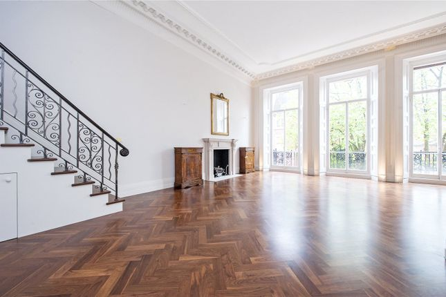 3 bed flat for sale in Cadogan Square, London