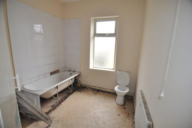 Family Bathroom of Boynton Street, West Bowling, Bradford BD5