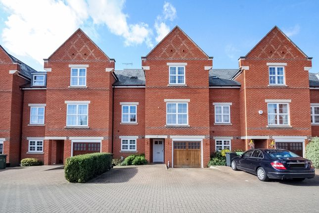 Thumbnail Flat to rent in Beningfield Drive, London Colney, St.Albans