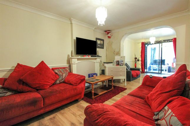 Living Room of Chesterfield Road, Scunthorpe DN15
