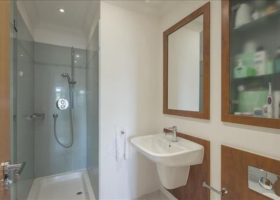 Flat to rent in Mountview Close, Hampstead Way, Garden Suburb
