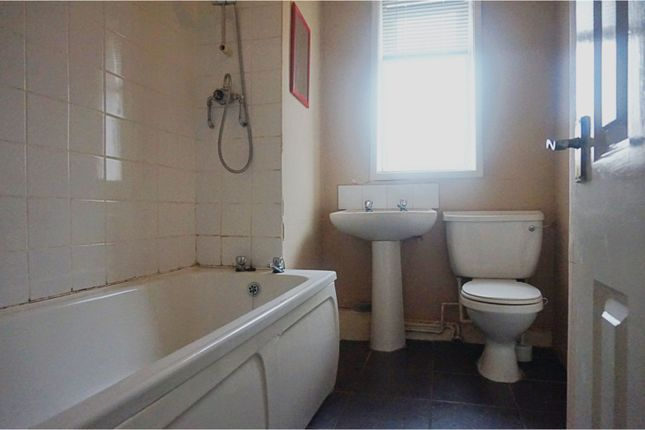 Bathroom of Leng Road, Manchester M40