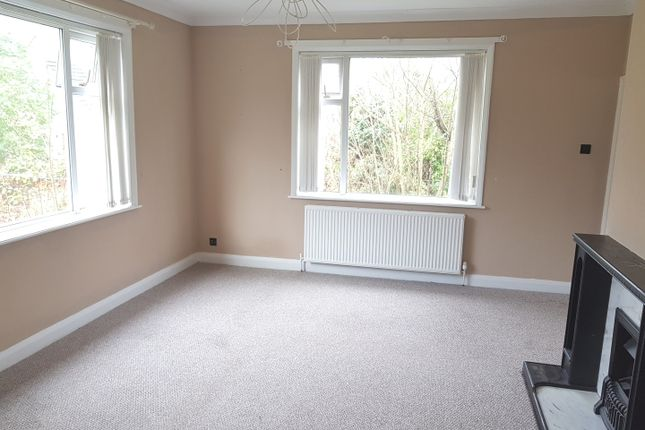 Thumbnail Bungalow to rent in Laund Road, Huddersfield