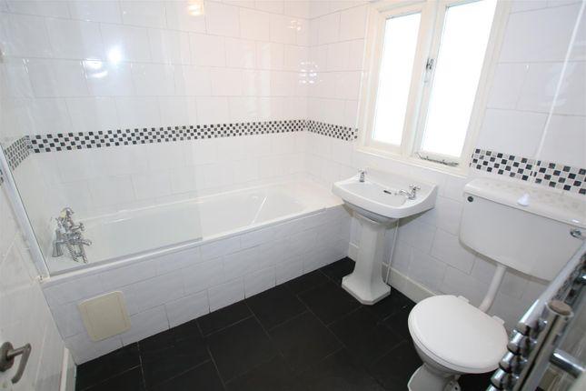 Bathroom of Grosvenor Place, Exeter EX1