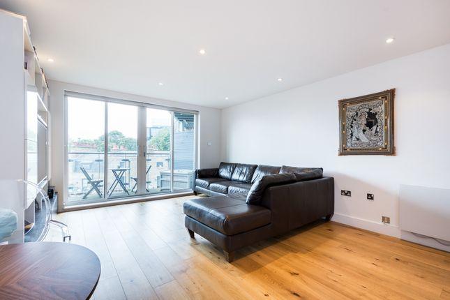2 bed flat to rent in Owen Street, London