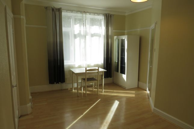 Studio to rent in Muswell Hill Road, Muswell Hill N10