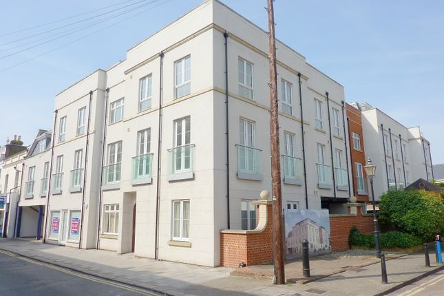 Thumbnail Flat to rent in Regency Apartments, Crescent Road