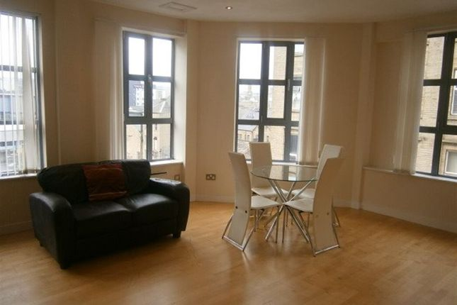 Thumbnail Flat to rent in Large 2 Bedroom, Merchants Court