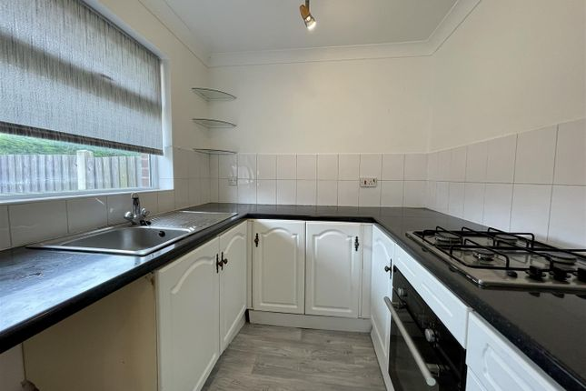 Thumbnail Bungalow to rent in Widford Green, Dunscroft, Doncaster
