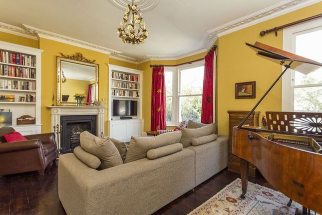 Thumbnail Terraced house for sale in Blythwood Road, Crouch End