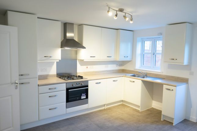 3 bedroom semi-detached house for sale in Home Straight, Newbury, Berkshire