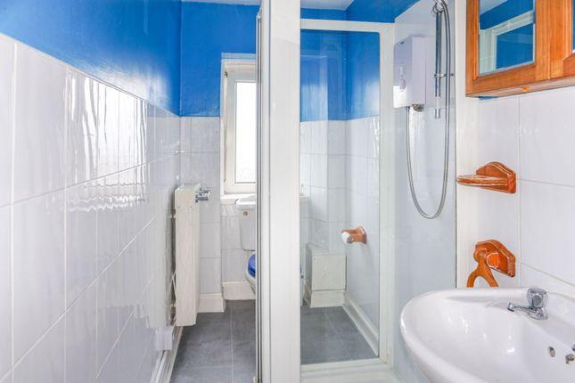 Shower Room of 3 George Square, Greenock PA15