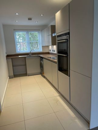 3 bed property to rent in Copse Drive, Rowhedge, Colchester CO5