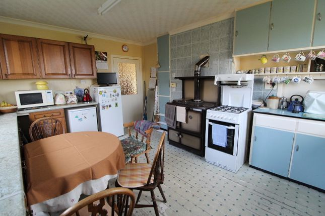 Kitchen of 19 Crossbost, Isle Of Lewis HS2