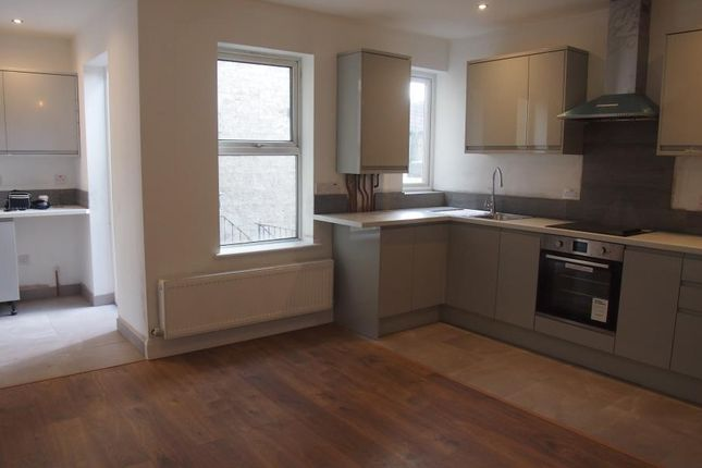 Thumbnail Flat to rent in Bowes Road, Palmers Green