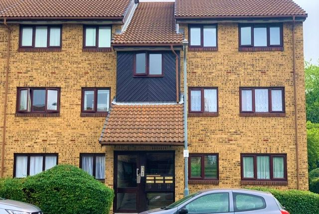 Thumbnail Flat to rent in Crystal Way, Chadwell Heath