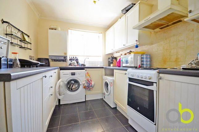 Thumbnail Flat to rent in Parkway, Upminster Road South, Rainham