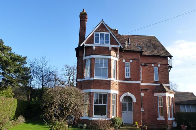 Thumbnail Flat to rent in Rowley Crescent, Stratford-Upon-Avon