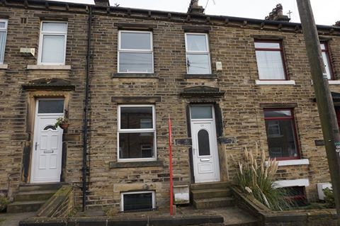 Thumbnail Terraced house to rent in Carlton House Terrace, Halifax