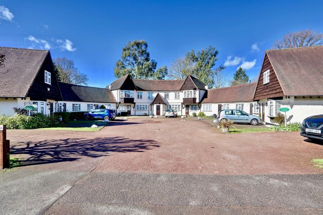Thumbnail Cottage to rent in Ivy House Road, Ickenham