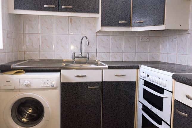 Thumbnail Flat to rent in Marvell Avenue, Hayes