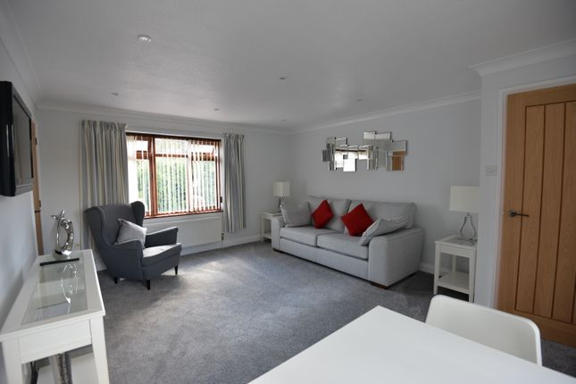 Thumbnail Flat to rent in 8 Cumnor Hill, Oxford