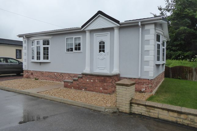 Thumbnail Mobile/park home for sale in Harpswell Hill Park, Hemswell, Nr Gainsborough, Lincolnshire