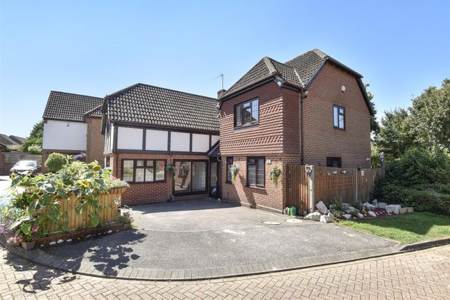 Thumbnail Property for sale in Weald Close, Locks Heath, Southampton