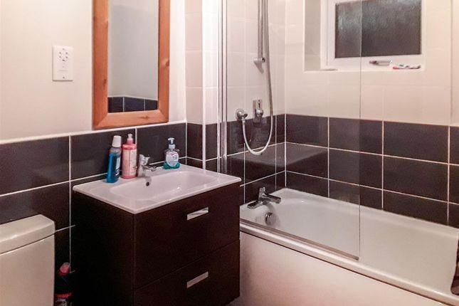 Bathroom of Trautmann Close, Manchester M14