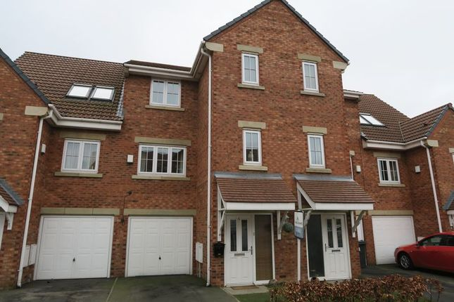 Thumbnail Town house for sale in Parkfield Court, Morley, Leeds