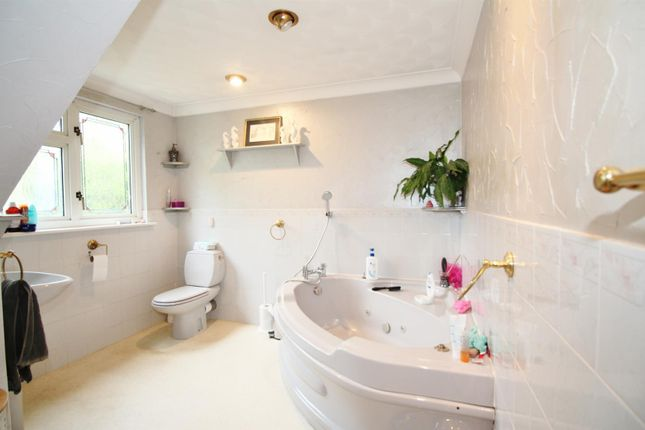 Bathroom of Newlands Lane, Meopham, Gravesend DA13