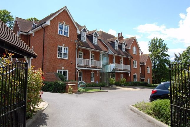 Thumbnail Flat to rent in Regal Heights, Western Lane, Odiham