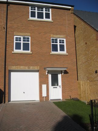 Thumbnail Town house to rent in Seymour Road, Oldbury, West Midlands