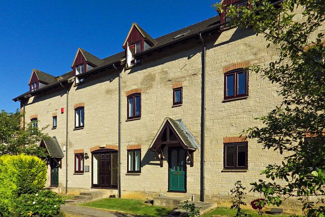 Thumbnail Flat to rent in Ducklington Lane, Witney, Oxfordshire