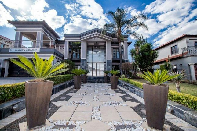 4 bed detached house for sale in Lakeview Crescent, Southern Suburbs, Gauteng