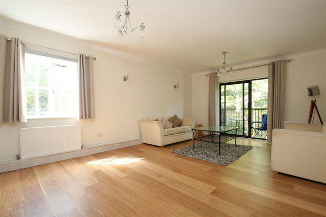 Thumbnail Flat to rent in Stanhope Road, Highgate, London