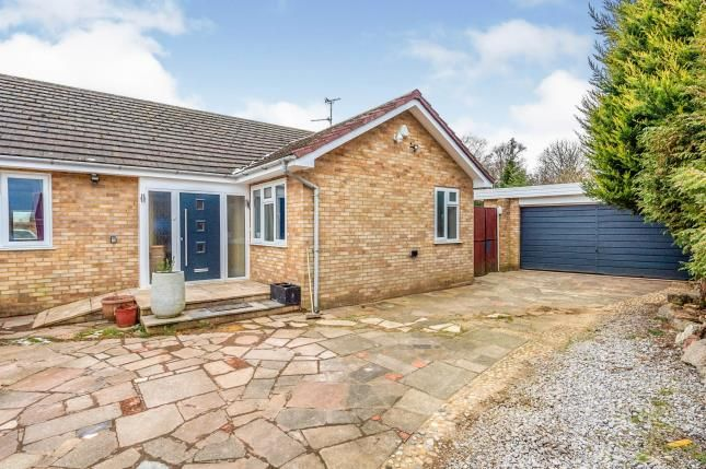 Thumbnail Bungalow for sale in Forrest Crescent, Luton, Bedfordshire, England