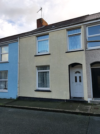 Thumbnail Terraced house to rent in Wellington Street, Pembroke Dock