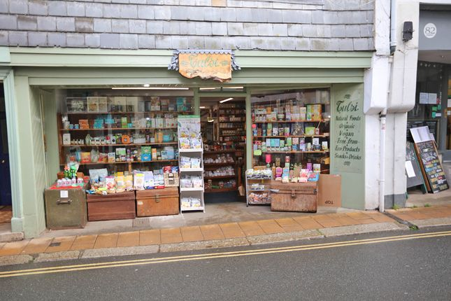 Retail premises to let in High Street, Totnes