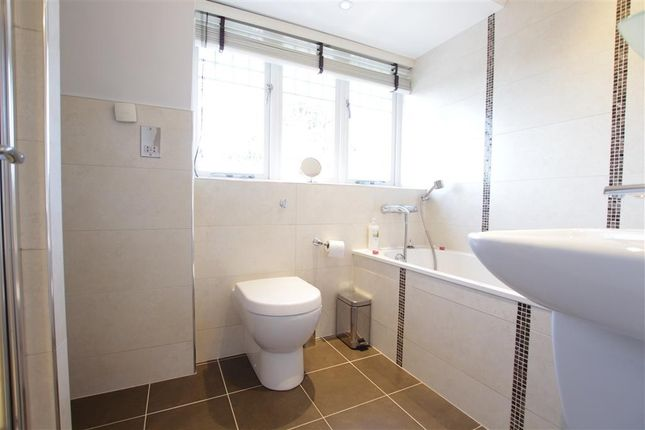 Family Bathroom of Tidmarsh Grange, Tidmarsh, Reading RG8