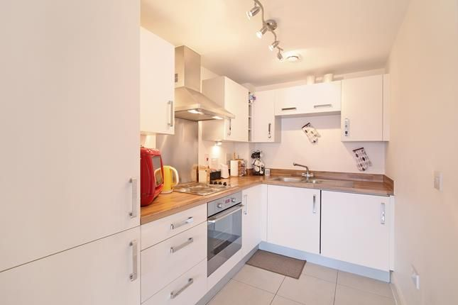 Thumbnail Flat to rent in Weightman House, 124A Spa Road, London