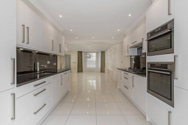 Thumbnail Flat to rent in Scarsdale Studios, Stratford Road, London