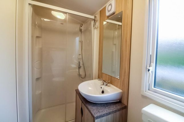Lev0912Jmp Shower Room Again
