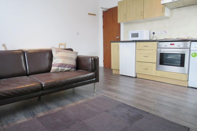 Thumbnail Flat to rent in Ashfield Terrace, Leeds